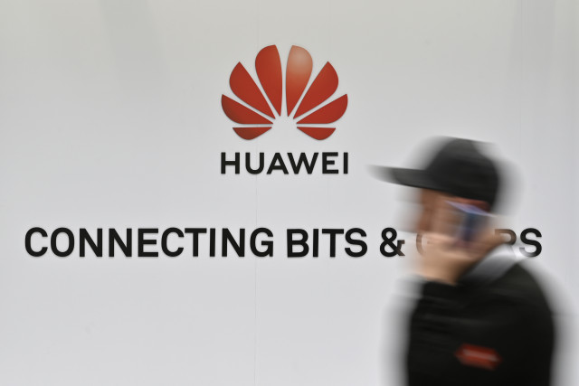 Britain's FM urges caution over Huawei role in 5G network