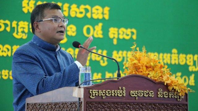 Cambodia to add constitution into school curriculum