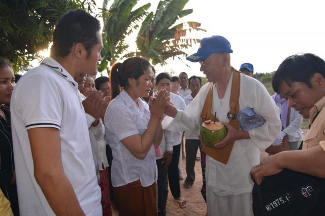 Fresh donation for family of slain Cambodian taxi driver