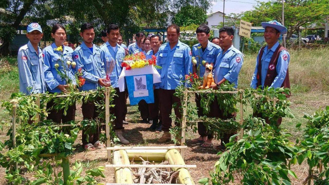 Cambodians hold religious ceremony for death of landmine detection dog