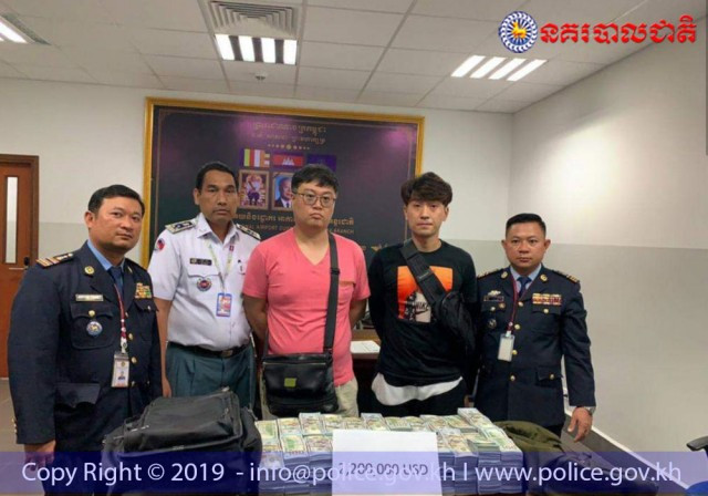 Two S. Koreans apprehended for trying to smuggle millions in cash into Cambodia