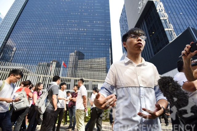 """3 leaders of Hong Kong groups advocating """"independence"""" detained: police"""