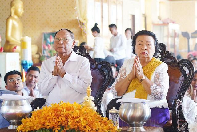 Heng Samrin celebrates Pchum Ben in Tboung Khmum