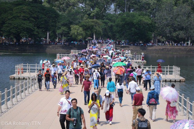 More than 1.4 Million People Crisscross the Country during Pchum Ben
