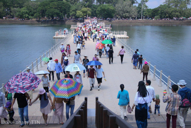 The number of tourists to Cambodia jumps 10 percent through August