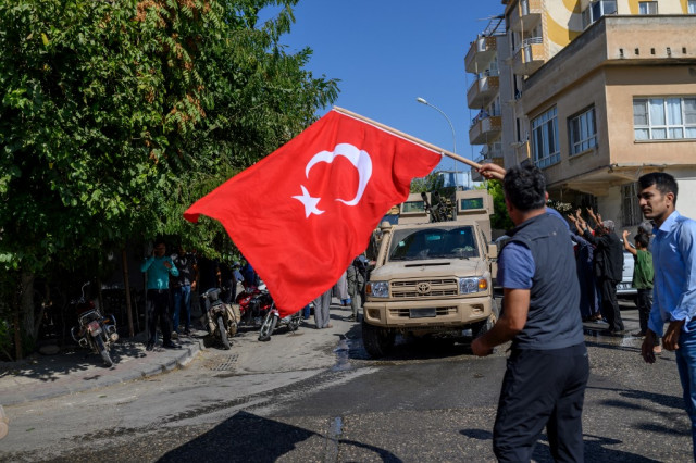 Turkey defiant on Syria offensive as US demands ceasefire