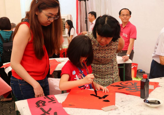 Singaporean PM encourages more efforts to use Mandarin