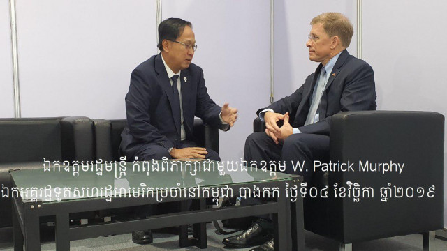 Cambodia's Commerce Minister Pan Sorasak and US Ambassador Patrick Murphy Discuss Trade