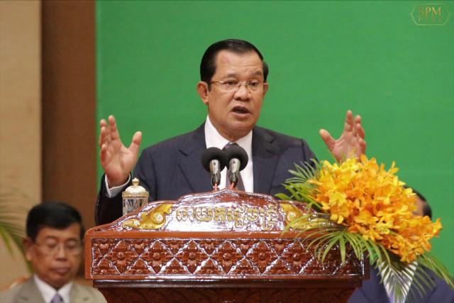 Hun Sen tells Cambodians not to worry on 9 November