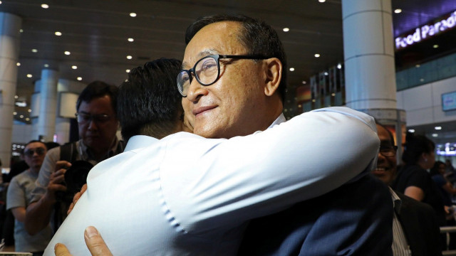 Sam Rainsy Arrives in Malaysia