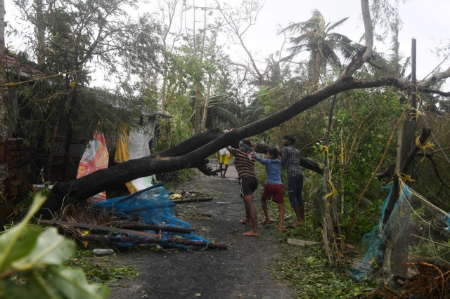 Six dead as Cyclone Bulbul smashes into India, Bangladesh coasts