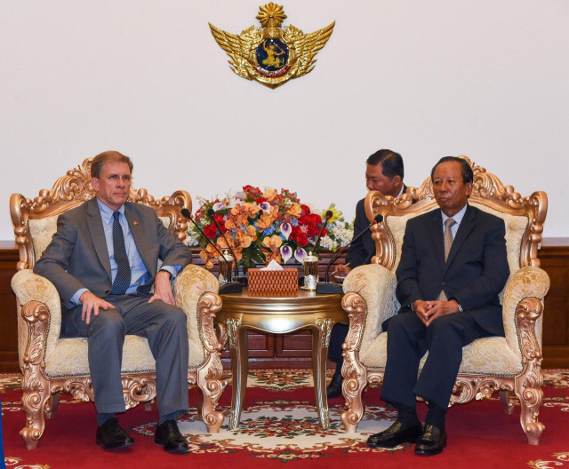 Cambodia's defense minister discusses bilateral cooperation with U.S. envoy