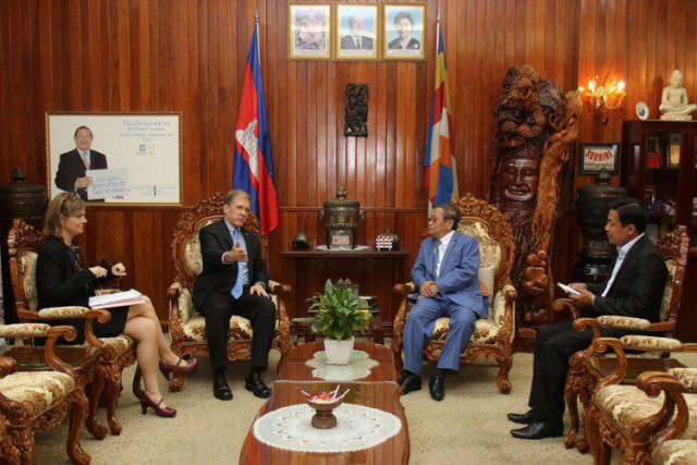 Cambodia allows VOA to resume broadcast through local FM frequencies