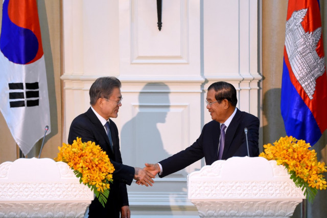 Hun Sen Cancels his Trip to South Korean due to Family Obligations