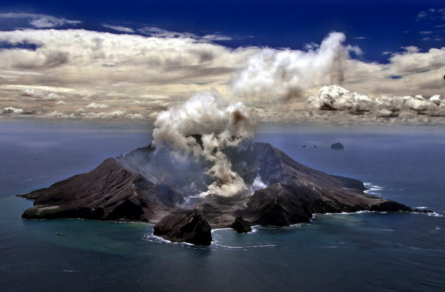 One critically injured as popular New Zealand volcano erupts
