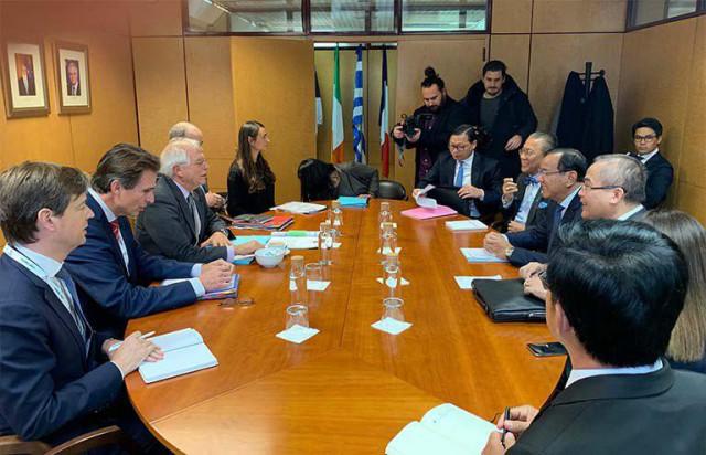 Prak Sokhonn meets EU high representative in Madrid