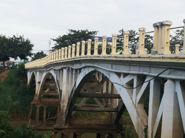 Hun Sen orders Battambang's 100 year-old bridge be preserved