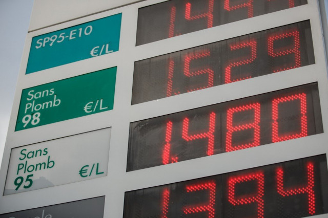 Oil surges after US killing of top Iranian general fuels war fears