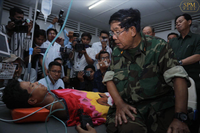 Hun Sen to send victims and their families money from Kep building accident