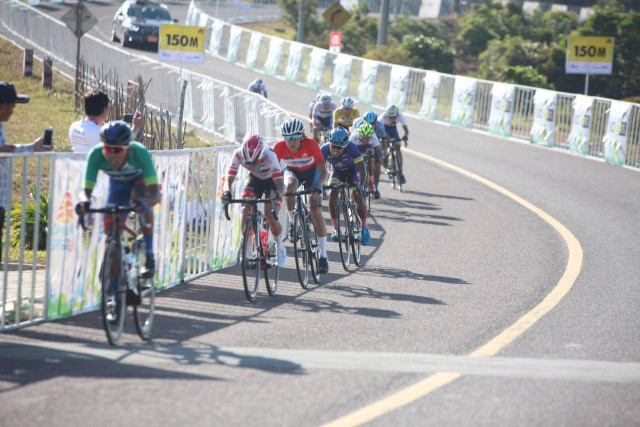 World cycling team arrives at Bokor Mountain