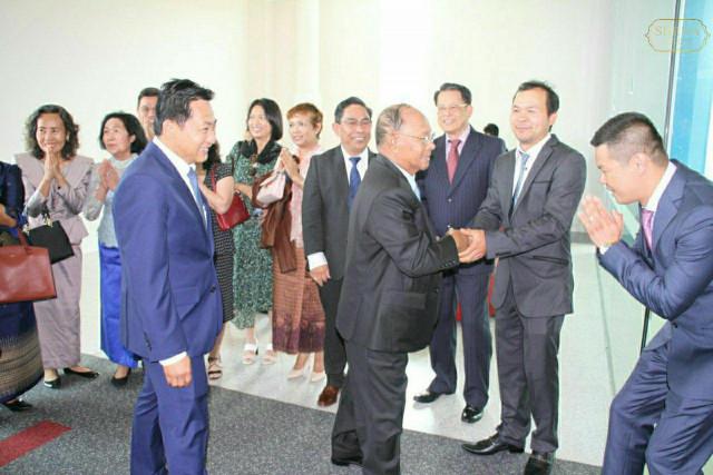 Heng Samrin arrives in Australia