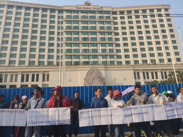 Bankrupt hotel workers strike