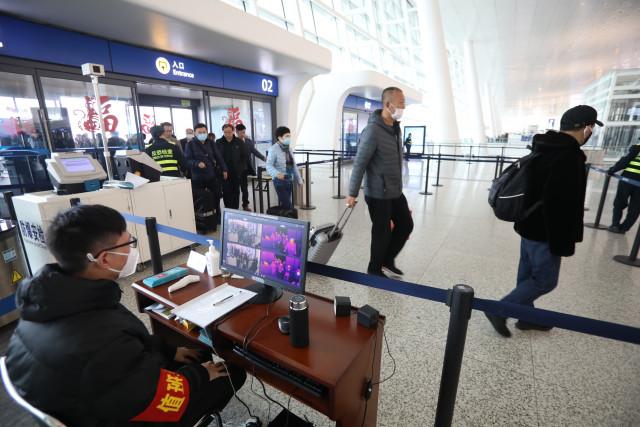 "China Focus: China at ""crucial stage"" to control novel coronavirus, experts say"