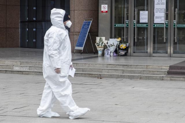 China virus deaths rise past 900, overtaking SARS toll
