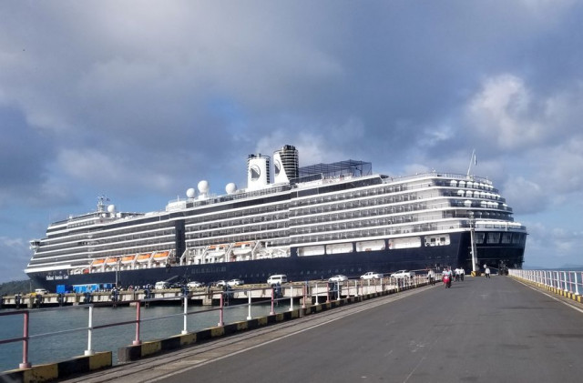 1,000 passengers, crew members disembark from Westerdam cruise ship