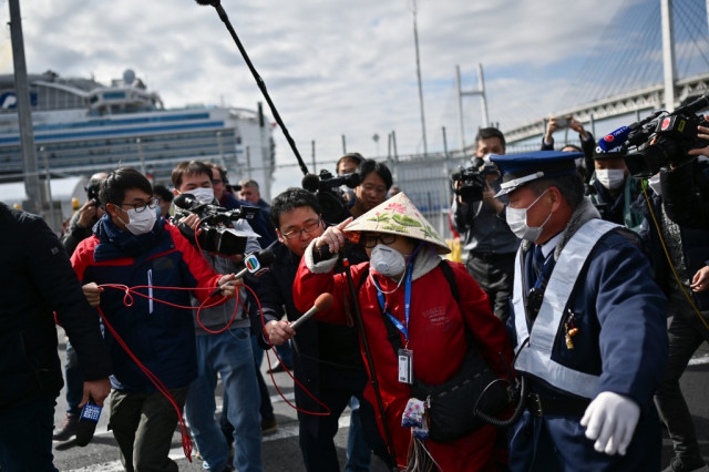 Passengers leave Japan virus ship as China toll tops 2,000