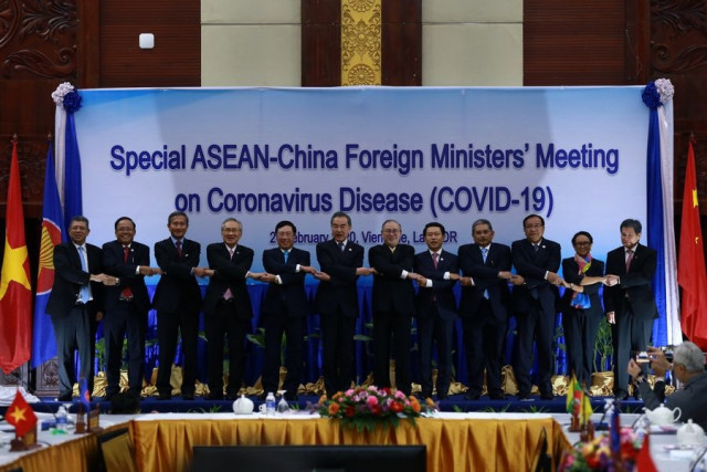 China, ASEAN to step up cooperation in fighting COVID-19