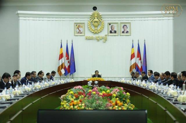 Expect cabinet reshuffle in the near future, says Hun Sen
