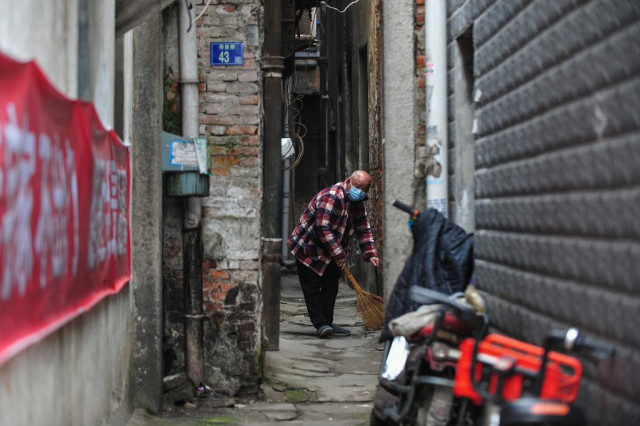 Wuhan residents decry 'fake' work as Chinese official tours city