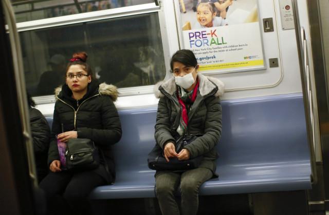 US coronavirus cases pass 500 as defiant Trump praises response
