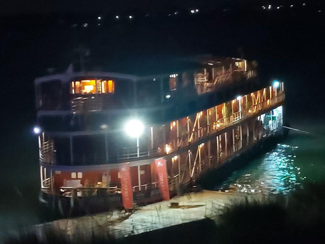 Passengers Aboard Riverboat Docked in Kampong Cham to be Tested for COVID-19