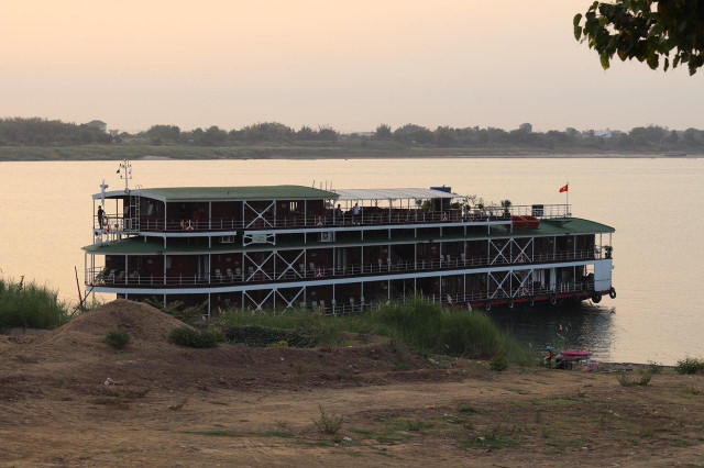 Cruise Ships Coming from Vietnam on the Mekong River Can No Longer Enter the Country