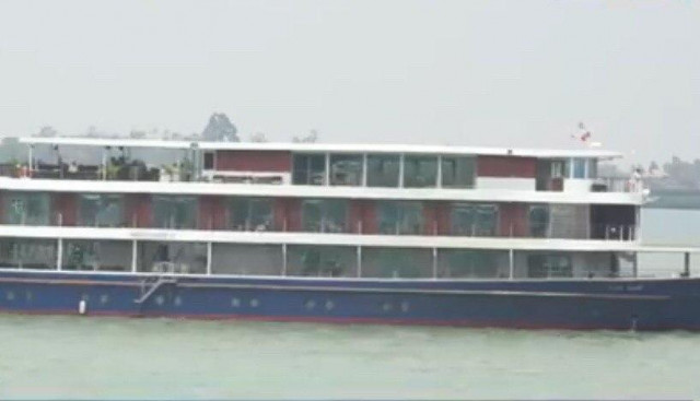 Five Cambodian Cruise Ships Rejected by Vietnam to Dock in Phnom Penh Port