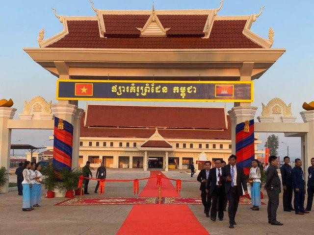 Cambodians and Vietnamese Can no Longer Travel across Cambodia and Vietnam's Border