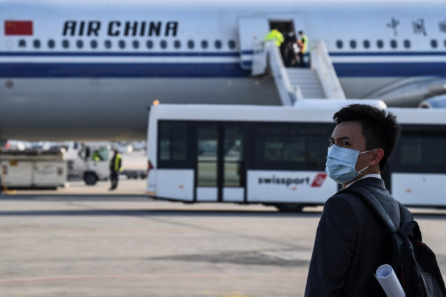 Greece gets 500,000 masks from China to combat virus
