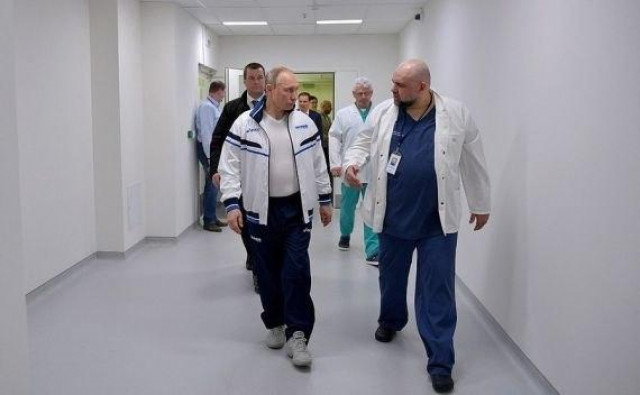 Russia chief doctor tests positive for COVID-19, Putin in good health