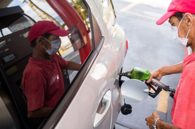 Venezuelan oil price falls to $9.90, lowest level in 20 years