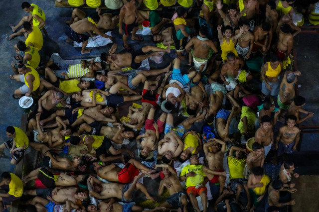 Nearly 10,000 inmates freed as virus hits Philippine jails
