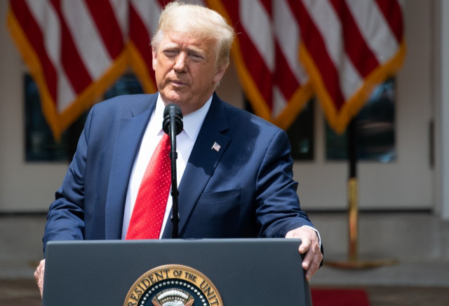 Trump signs order pushing to reduce US police violence
