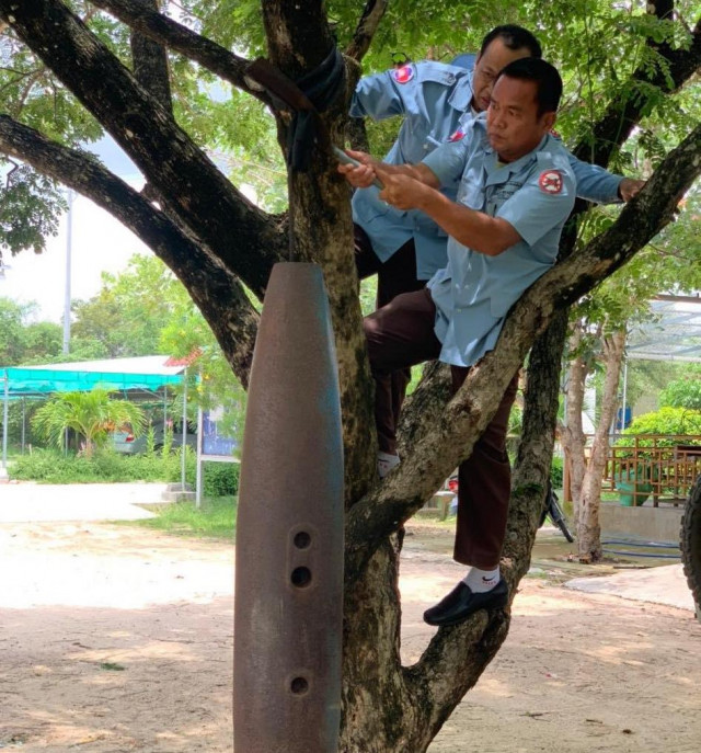 CMAC Takes Away a Bomb Casing Used as a Bell at a School in Prey Veng Province