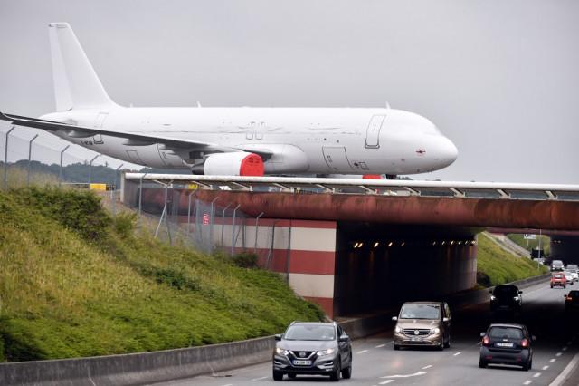 EU calls on US to lift tariffs in plane dispute
