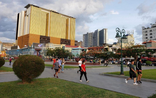 Public Spaces Reopen for Exercise While Gyms Remain Closed