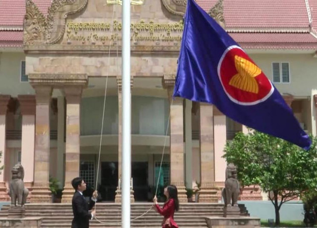 Cambodia hoists ASEAN flag to celebrate 53rd founding anniversary of ASEAN