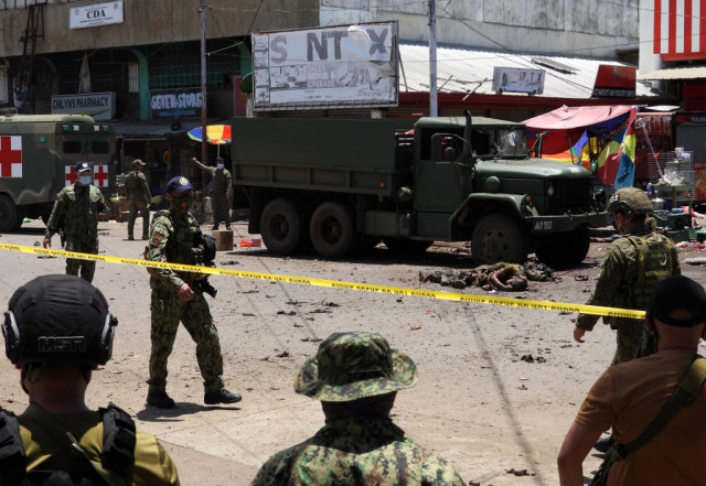 Suicide bombers in Philippine attack were militants' widows: army