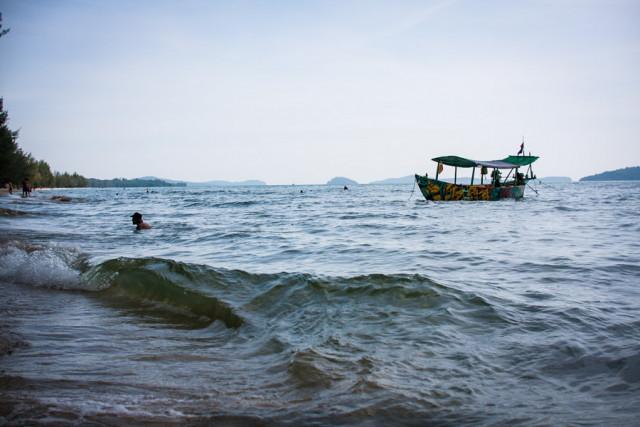 Cambodia advises sea travelers, fishermen to be extra-vigilant over heavy rainfall, high waves