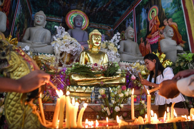 Cambodia celebrates Ancestors' Day after COVID-19 situation eases